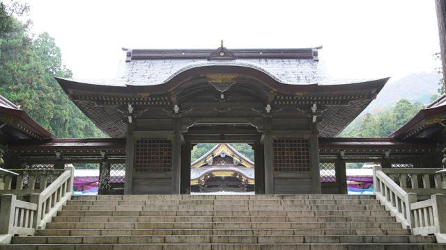 彌彦神社隋神門